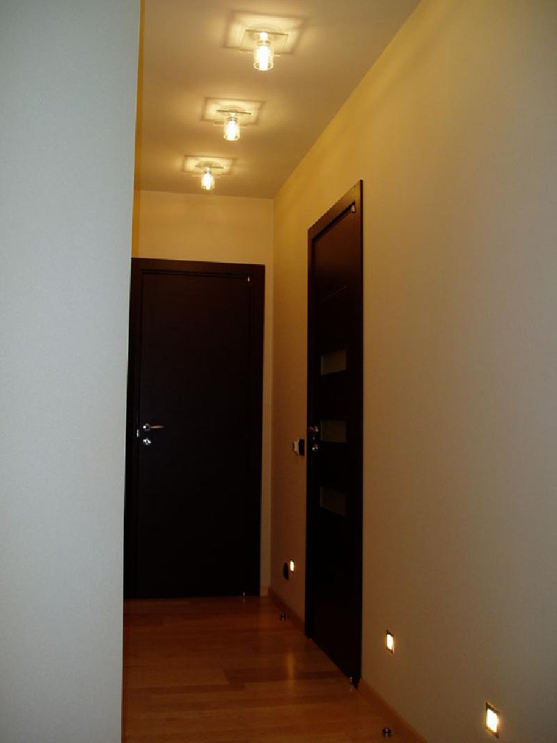 Освещение длинного коридора дизайн
