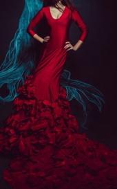 Посуточная аренда Кроваво-красный цвет, плотная посадка по фигуре, объемный шлейф со 150 розами в Курске