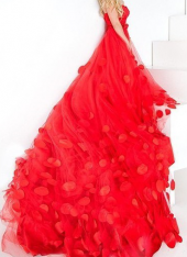"""Посуточная аренда Платье """"RED QUEEN"""".Размер: 40-46 (регулируется корсетной шнуровкой)    К платью бесплатно предоставляется корона и/или серьги в Самаре"""